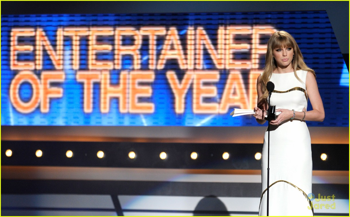 taylor swift entertainer year acms 17