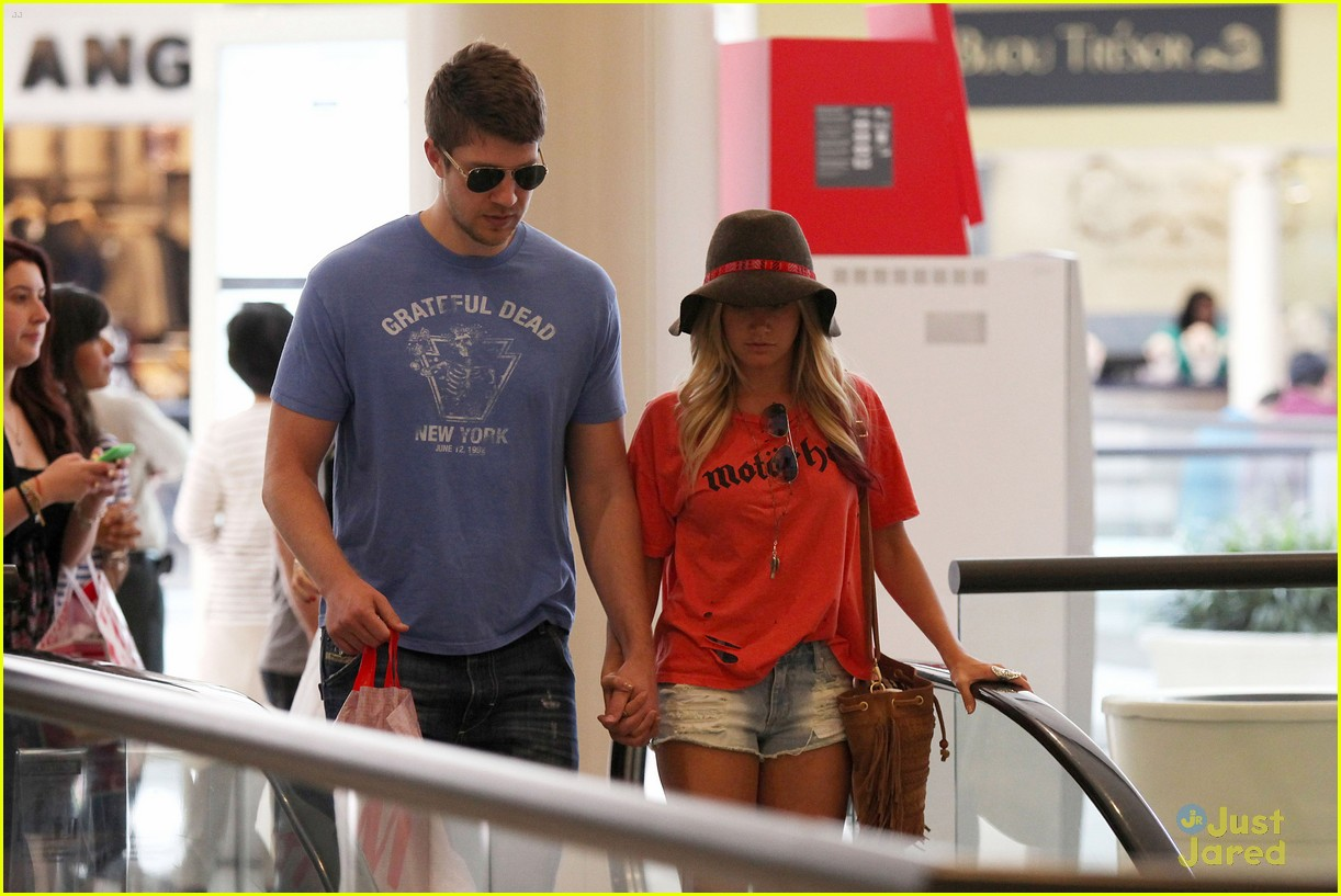 ashley tisdale scott speer shopping 03