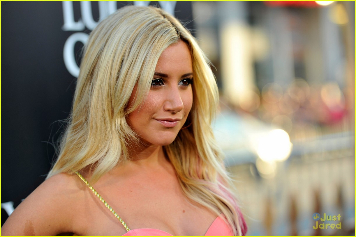 ashley tisdale the lucky one 06