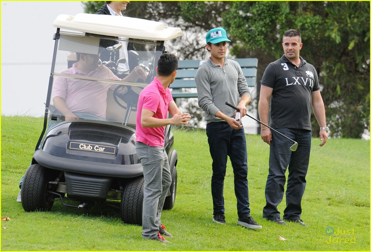zac efron golf sydney 05