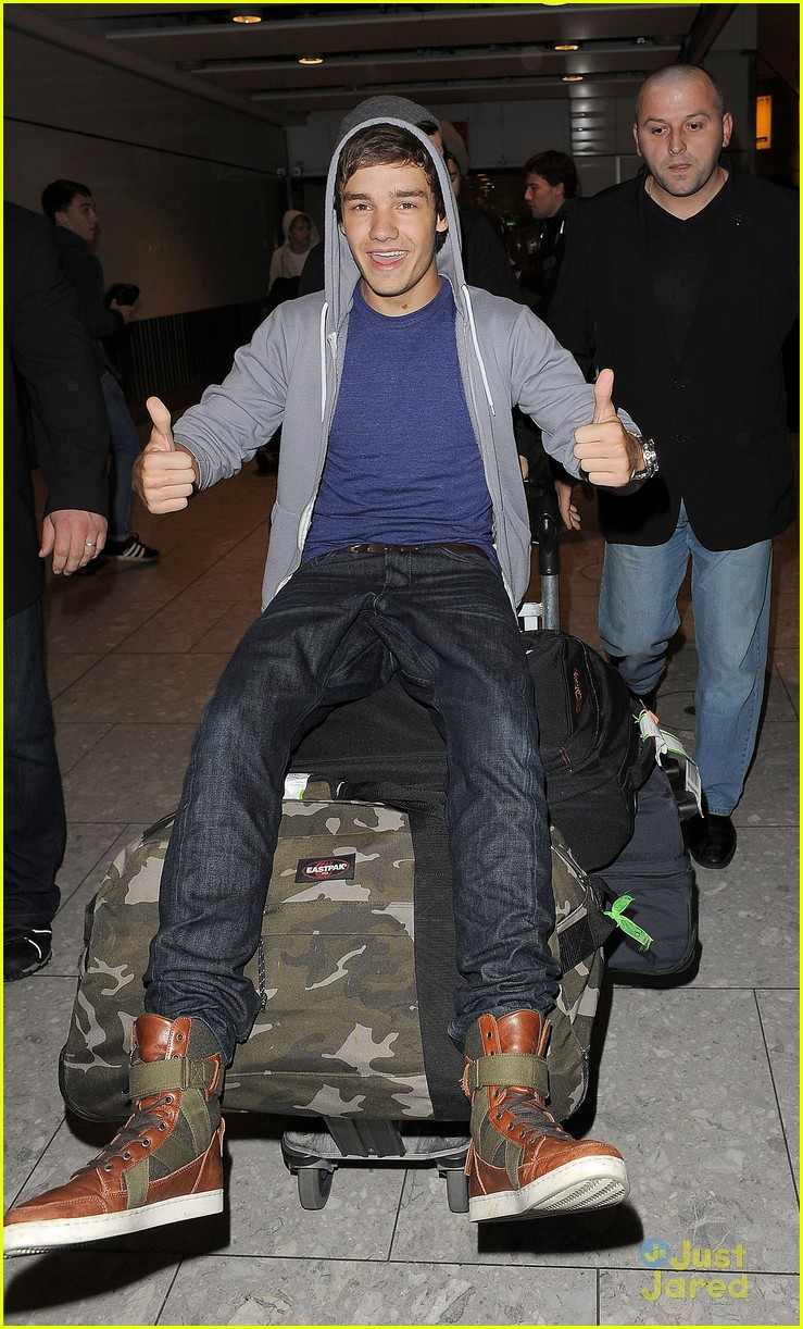 one direction heathrow arrival 15