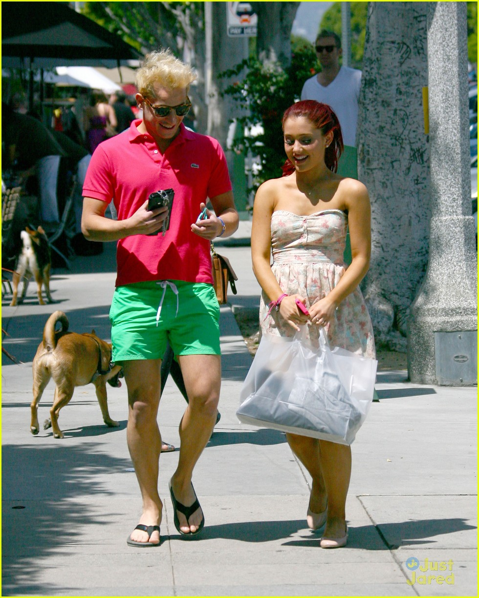 Ariana Grande Has No M... Andrew Garfield Engaged