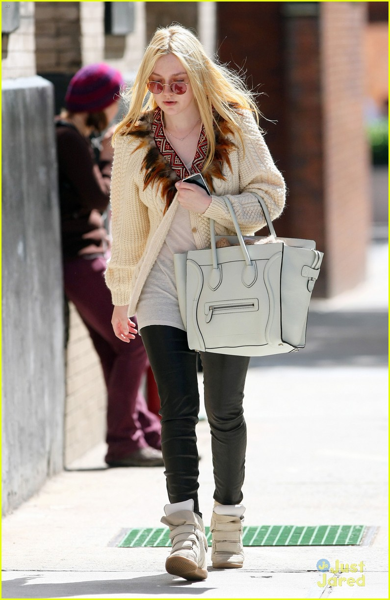 dakota fanning out nyc 05