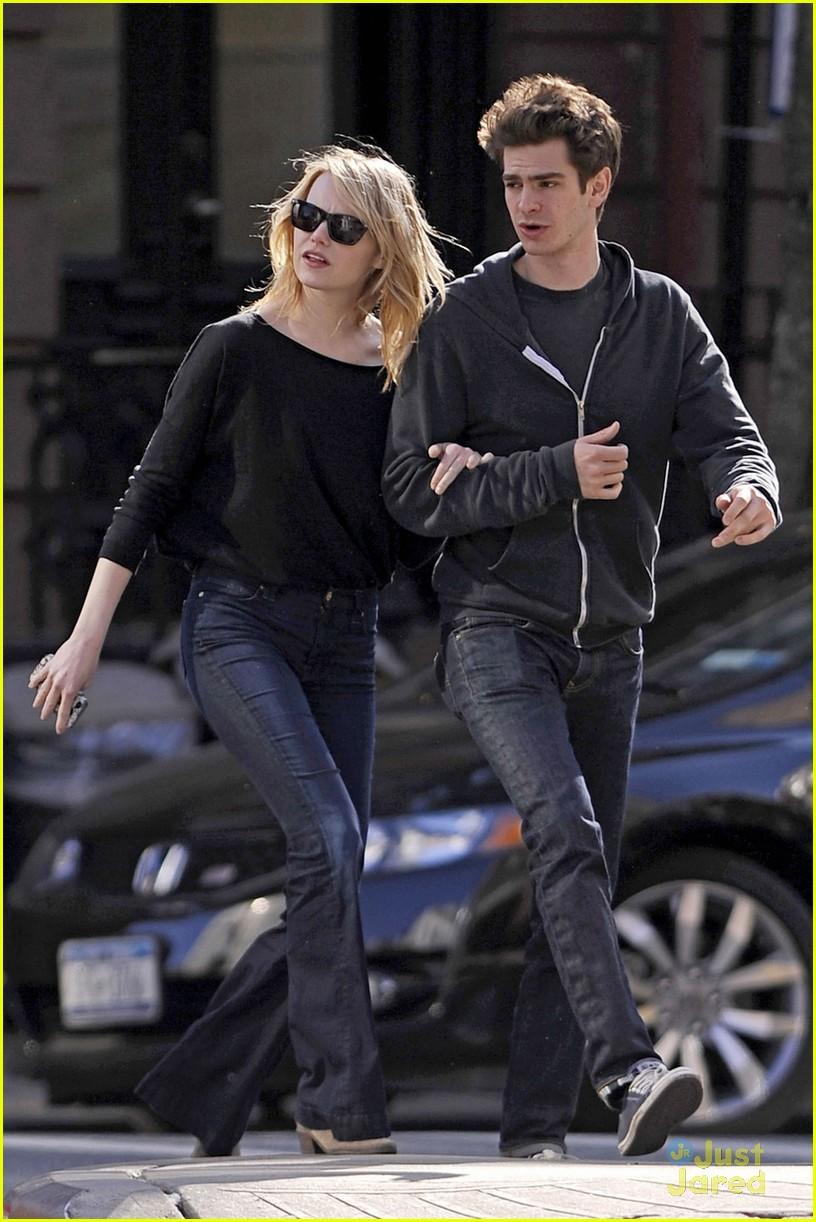 emma stone andrew garfield stroll 03