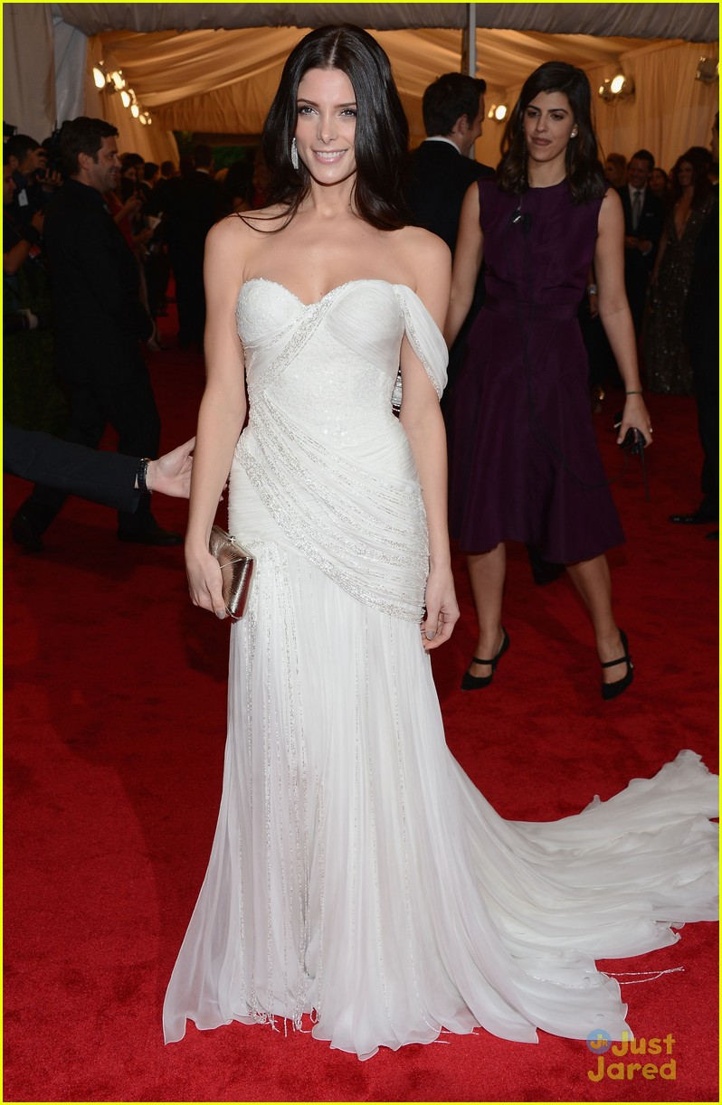 ashley greene met ball 02