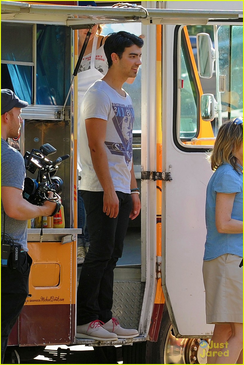 joe jonas meaghan martin food truck 07