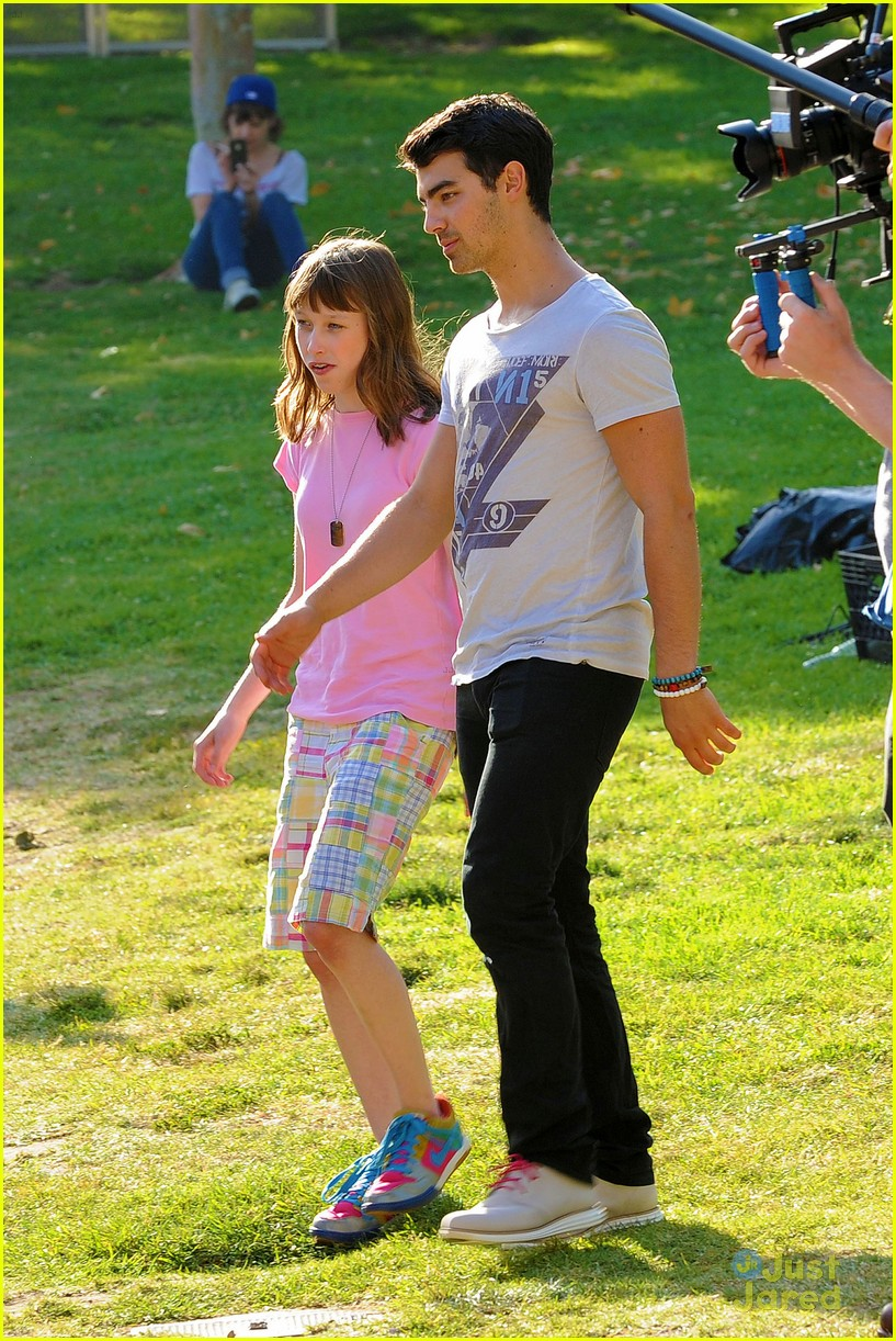 joe jonas meaghan martin food truck 08