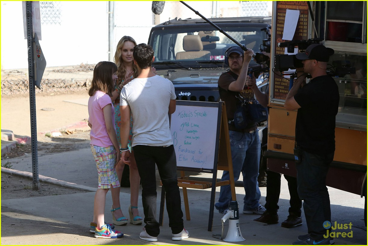 joe jonas meaghan martin food truck 25