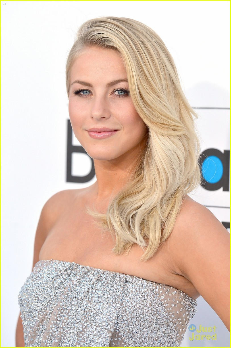 julianne hough 2012 bbma 05