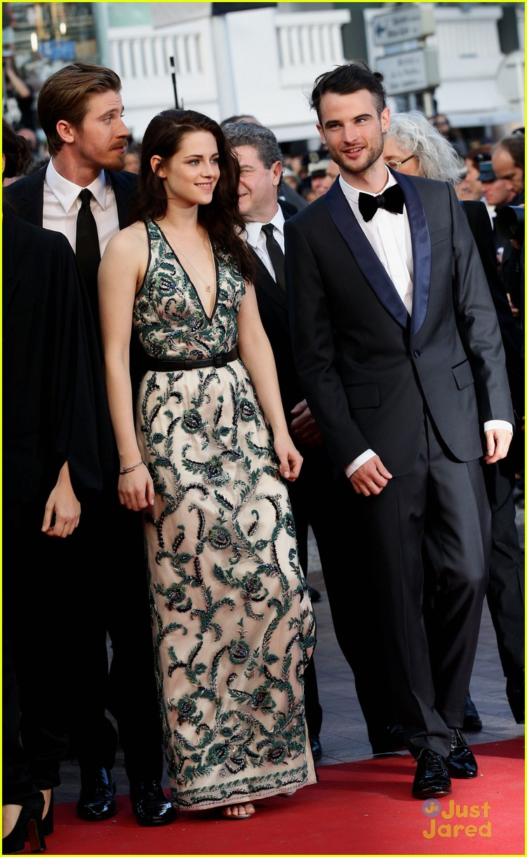 robert pattinson kristen stewart road cannes 01
