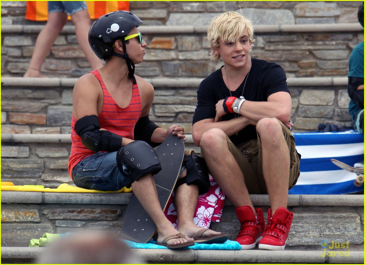 laura marano ross lynch aa beach 07