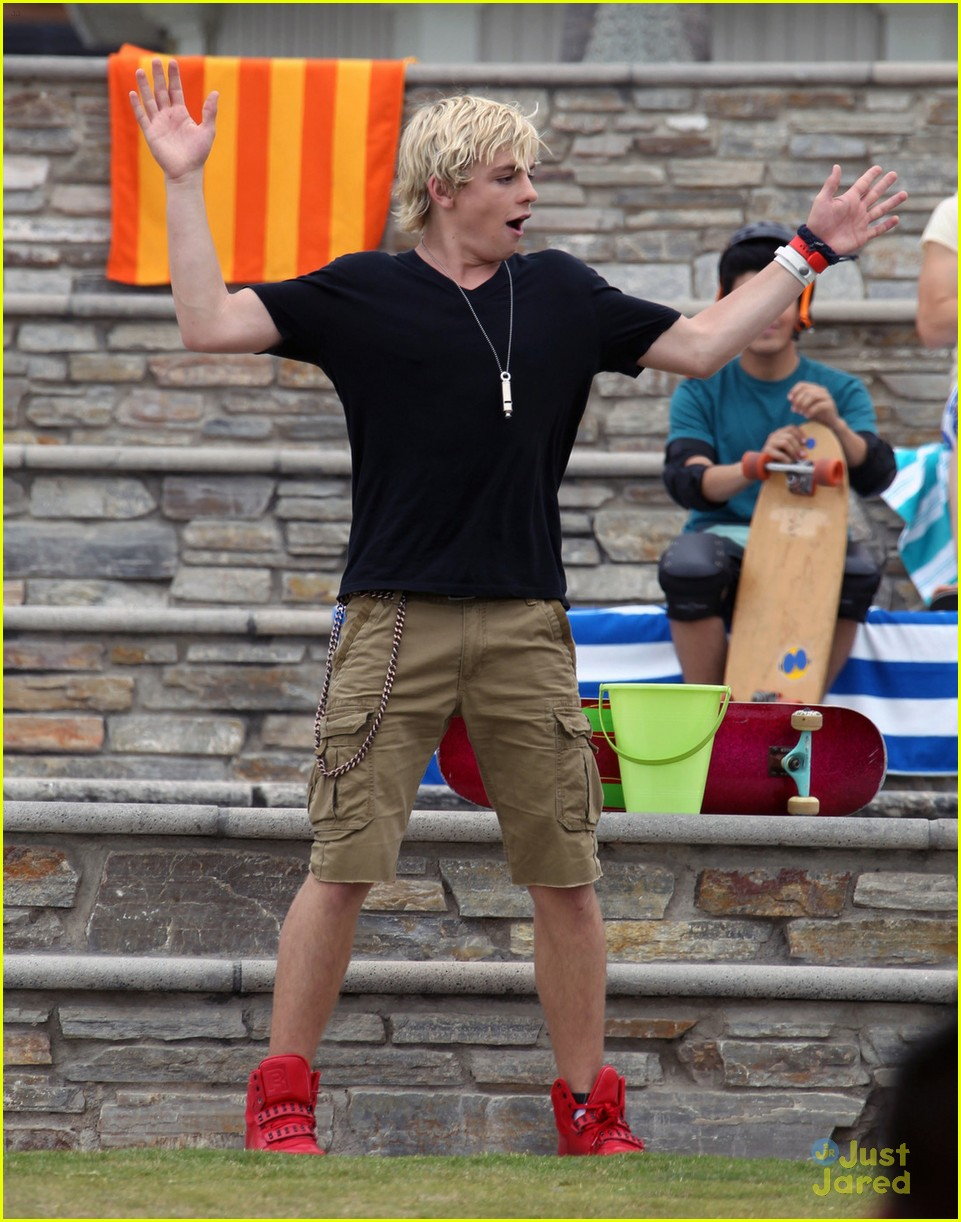 laura marano ross lynch aa beach 10