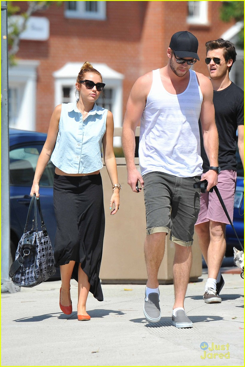 miley cyrus liam hemsworth lunch 01