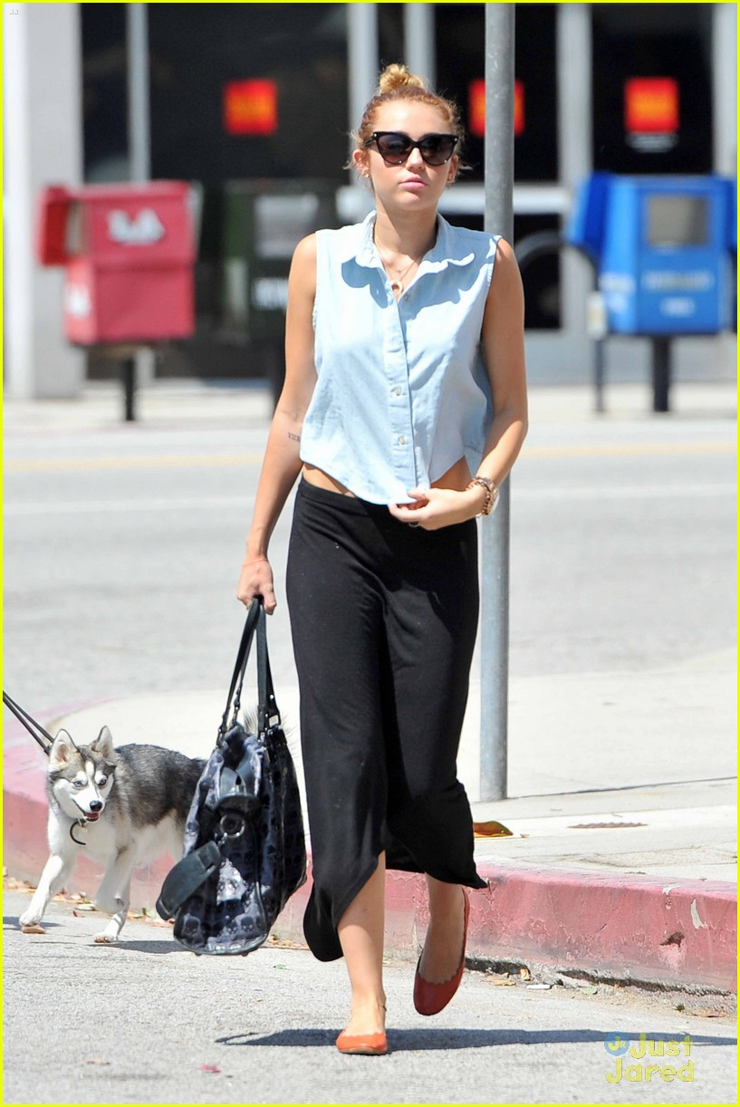 miley cyrus liam hemsworth lunch 06