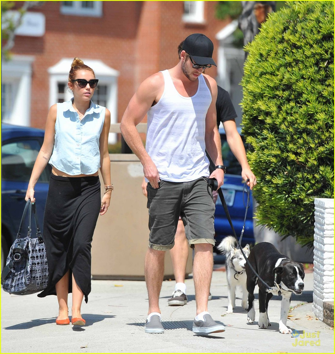 miley cyrus liam hemsworth lunch 08
