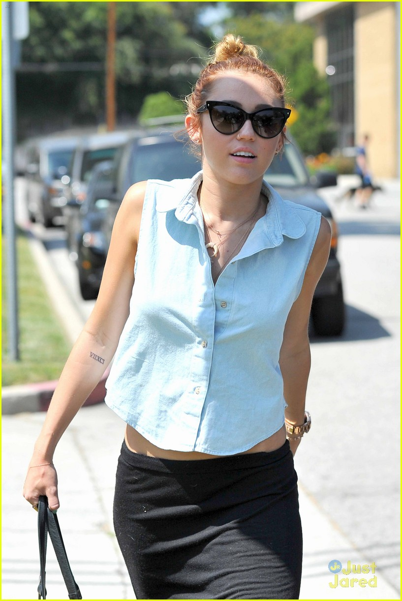 miley cyrus liam hemsworth lunch 09