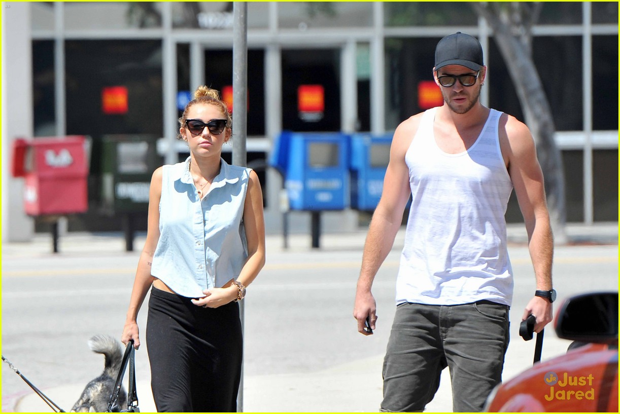 miley cyrus liam hemsworth lunch 13