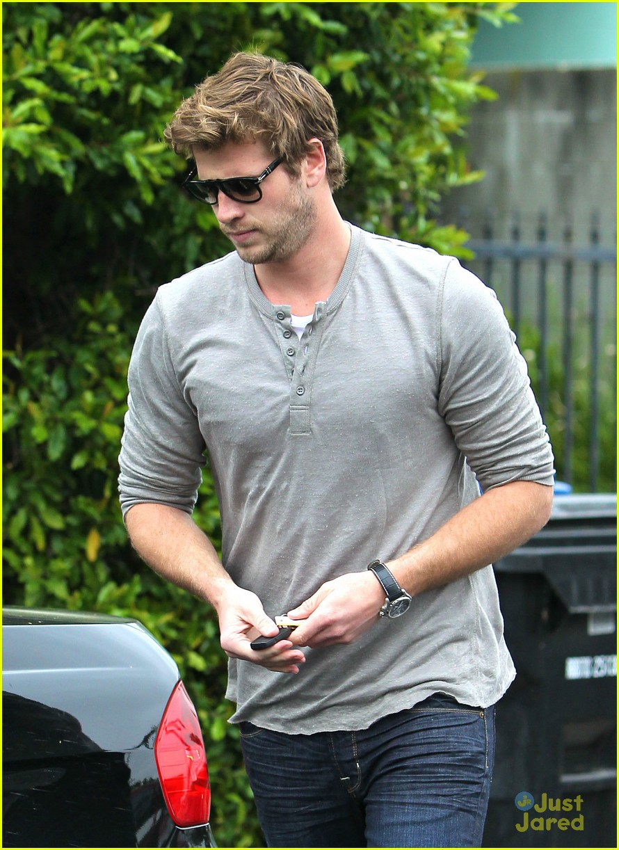 liam hemsworth puppy presents 09