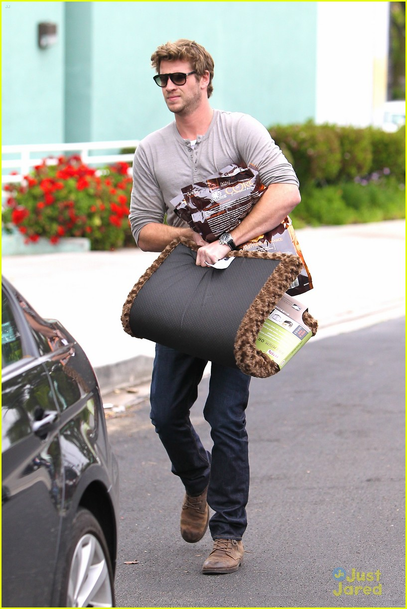 liam hemsworth puppy presents 15