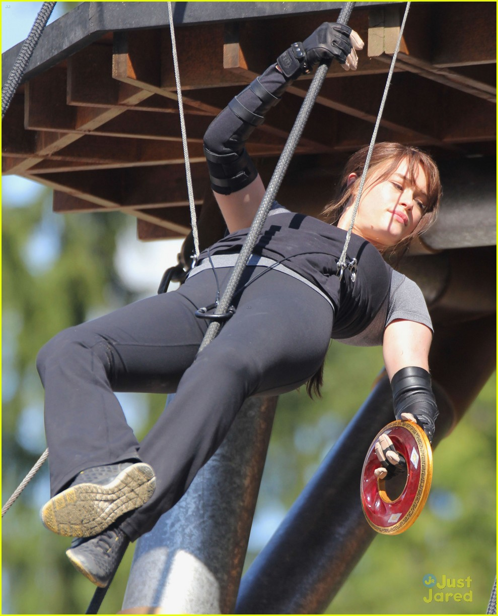 logan lerman leven rambin camp training 03