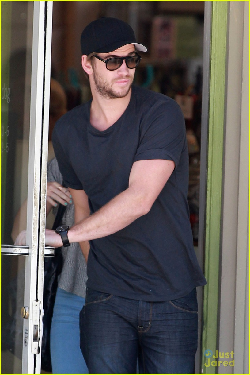 miley cyrus liam hemsworth happy 03