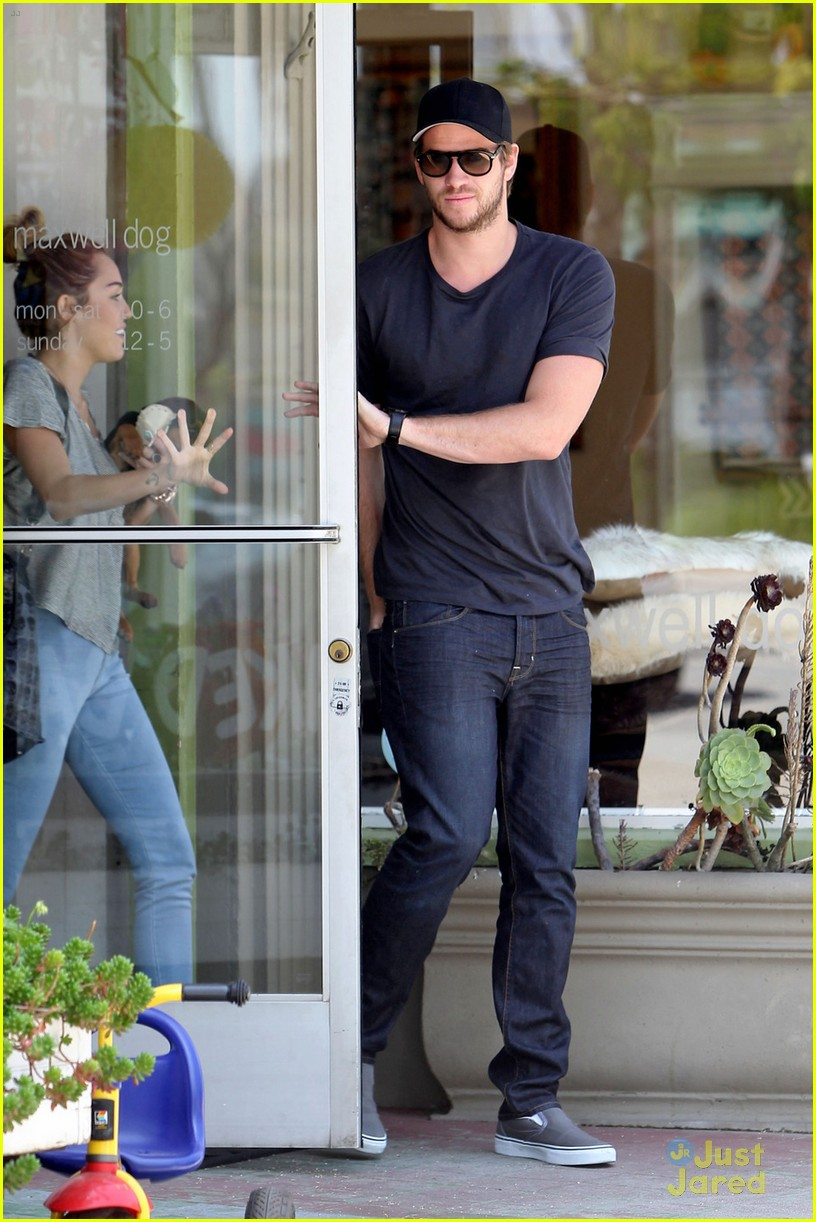 miley cyrus liam hemsworth happy 08