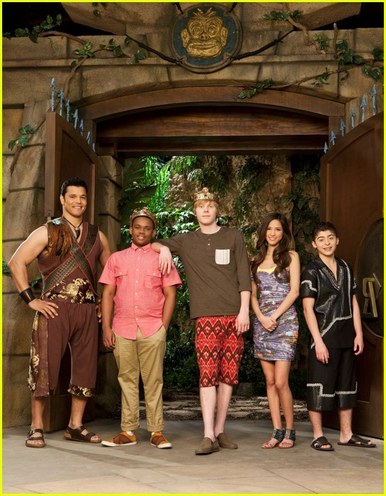 pair of kings cast pic 01