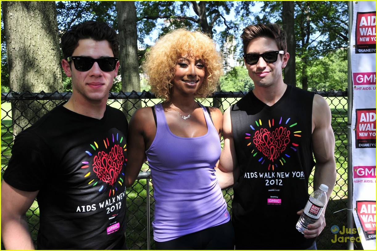 nick jonas aids walk nyc 04