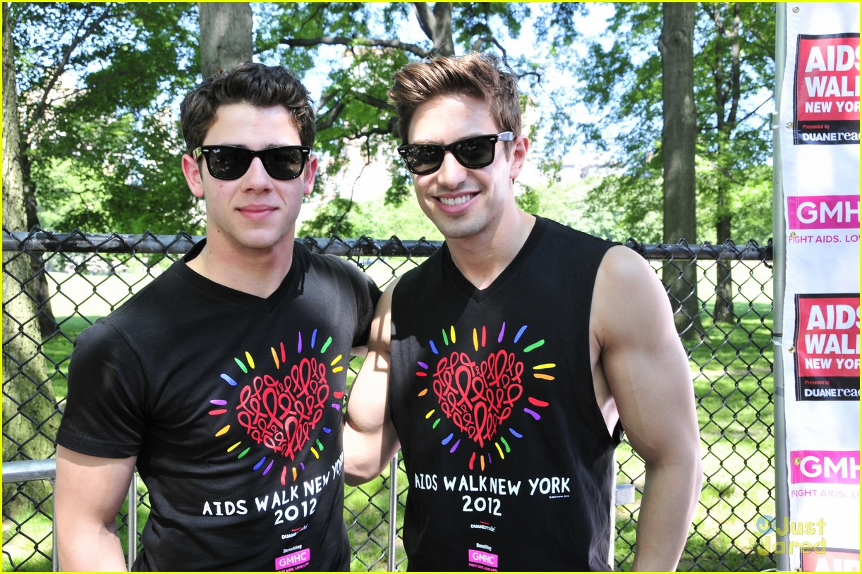 nick jonas aids walk nyc 08