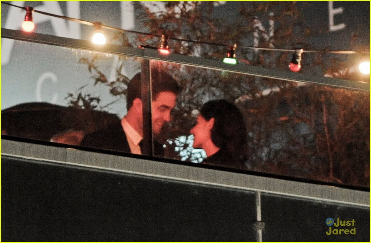 robert pattinson kristen stewart kiss 03