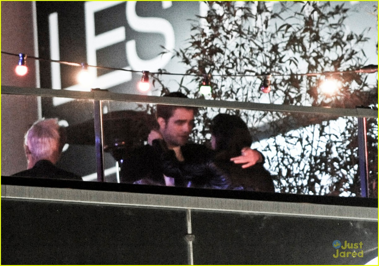 robert pattinson kristen stewart kiss 05