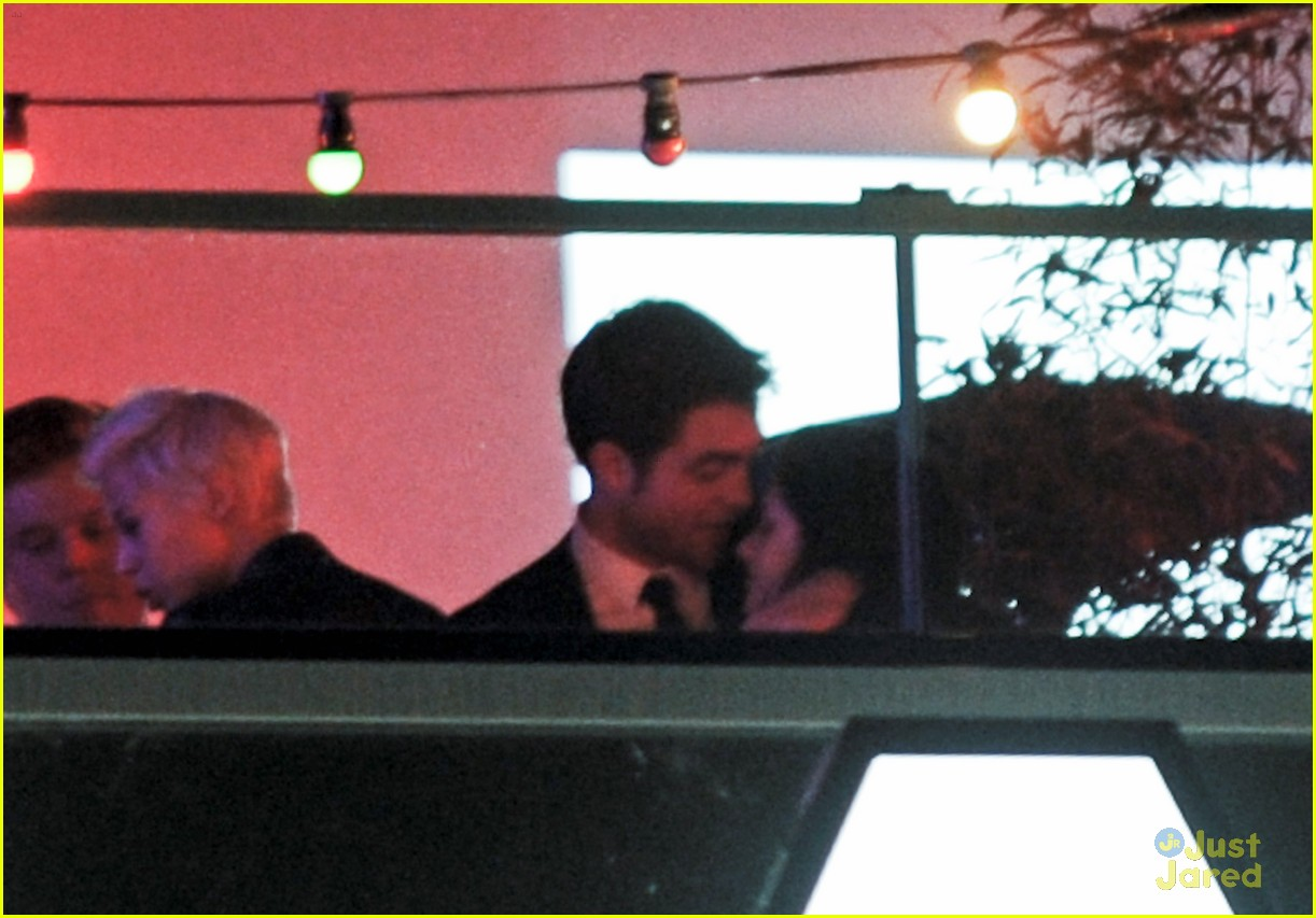 robert pattinson kristen stewart kiss 09