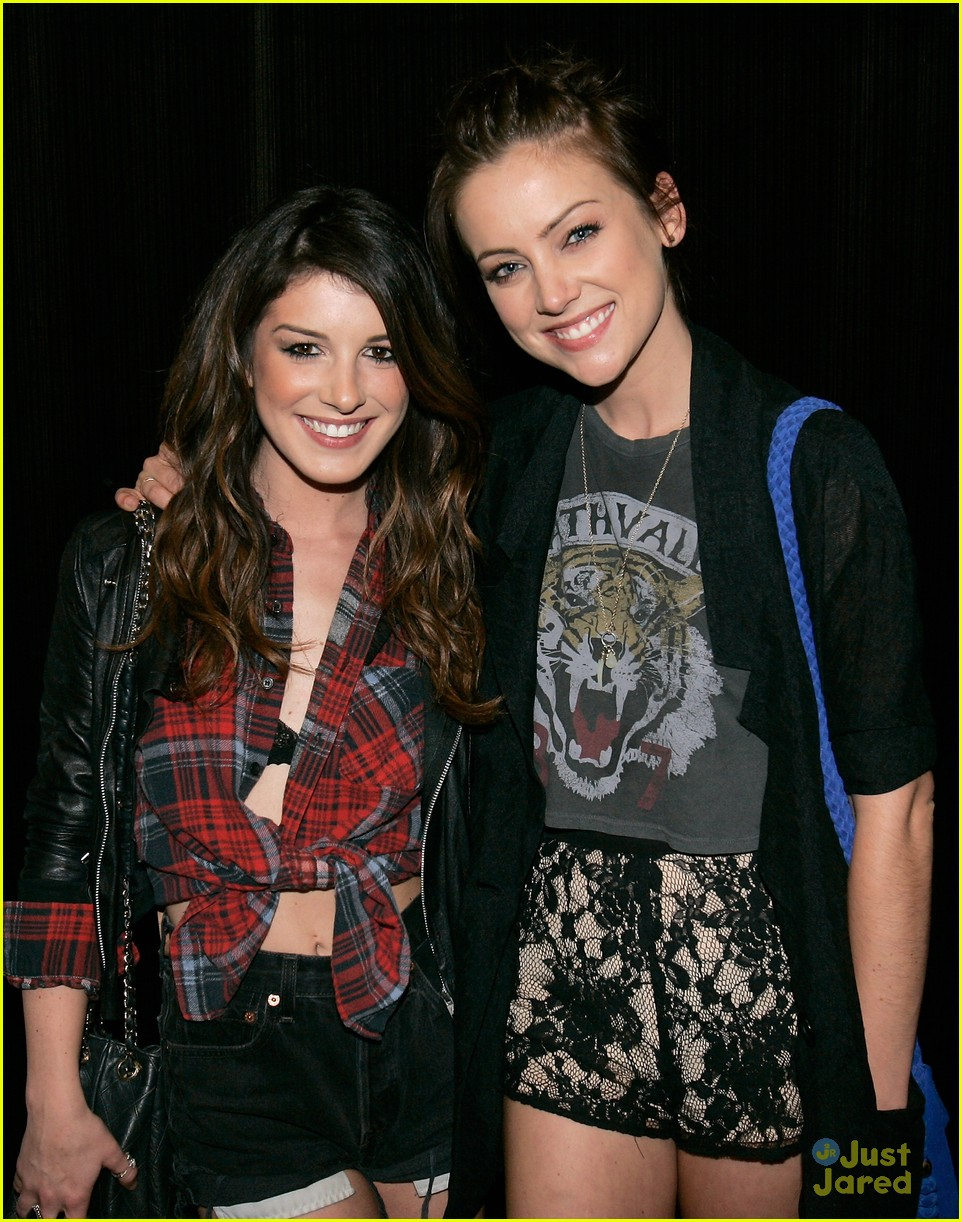 shenae grimes led ball 01