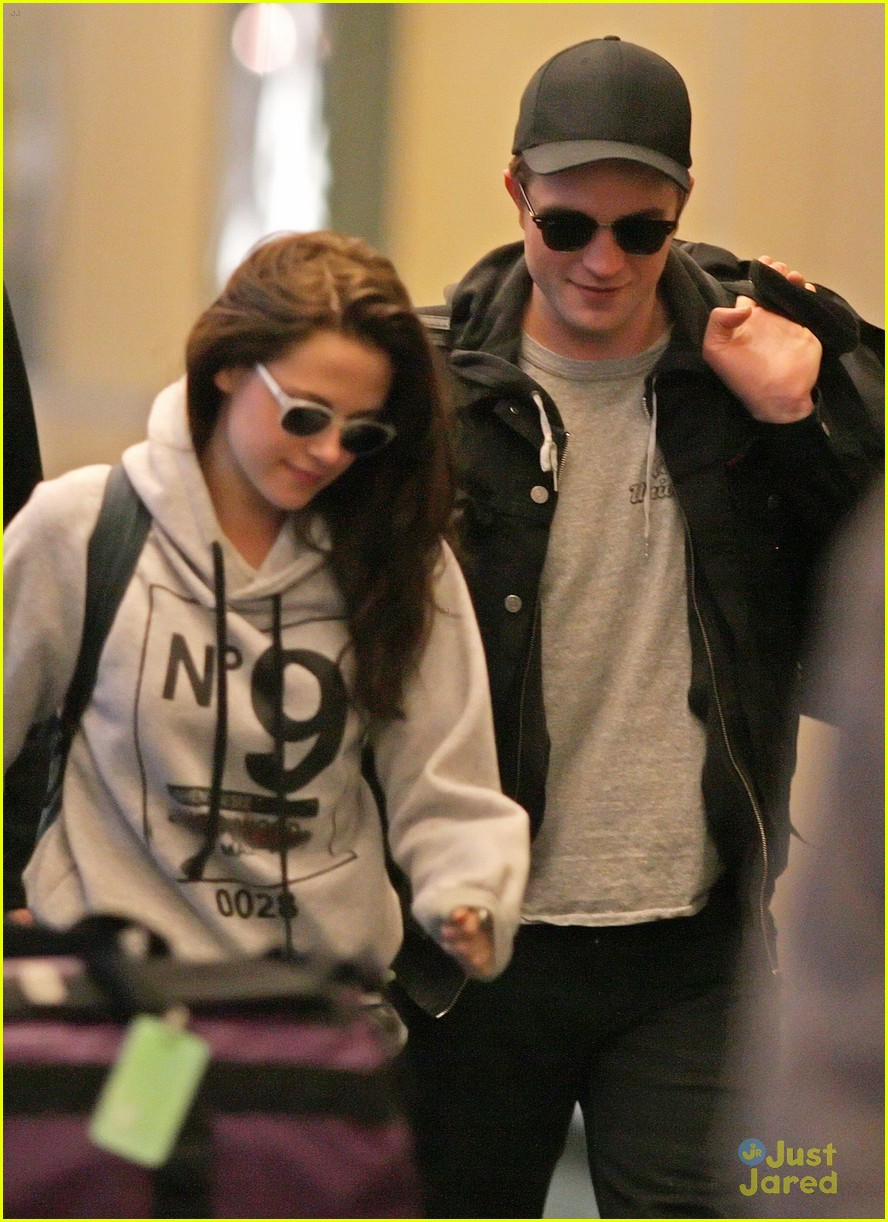 robert pattinson kristen stewart airport 05