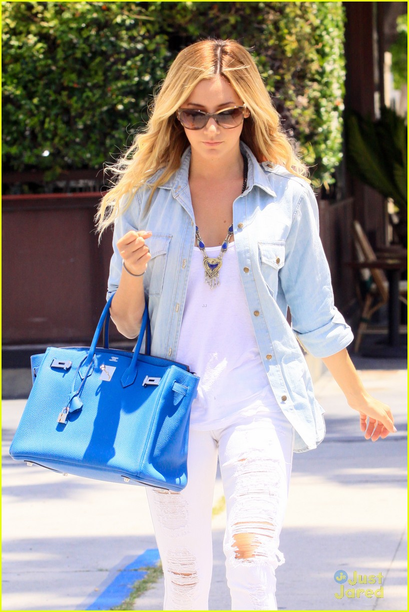 ashley tisdale run robertson 01