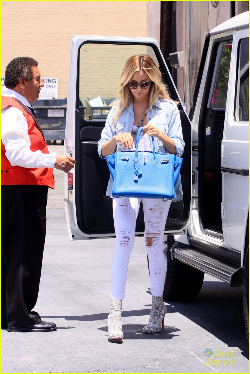ashley tisdale run robertson 11
