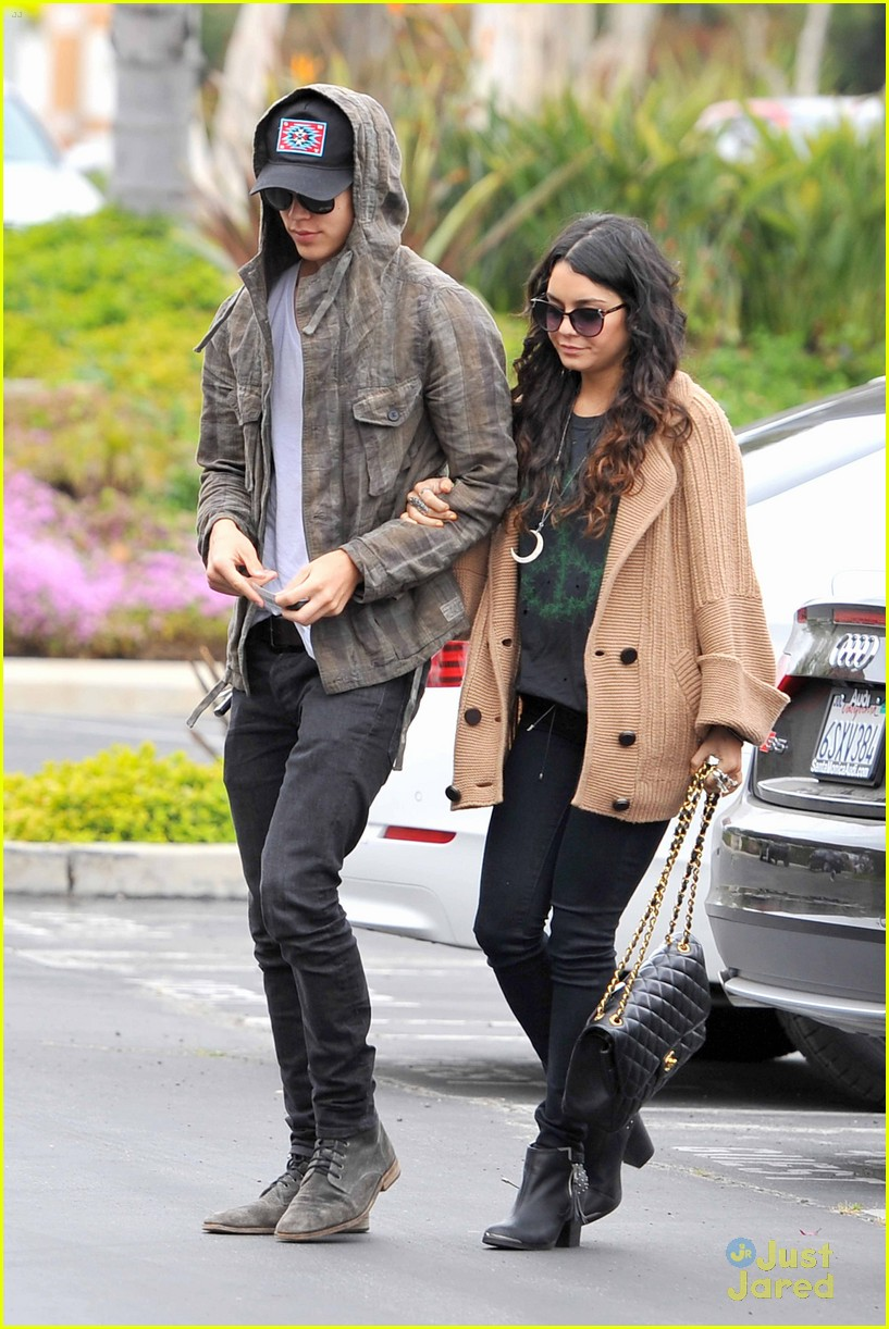 vanessa hudgens austin culver city 04