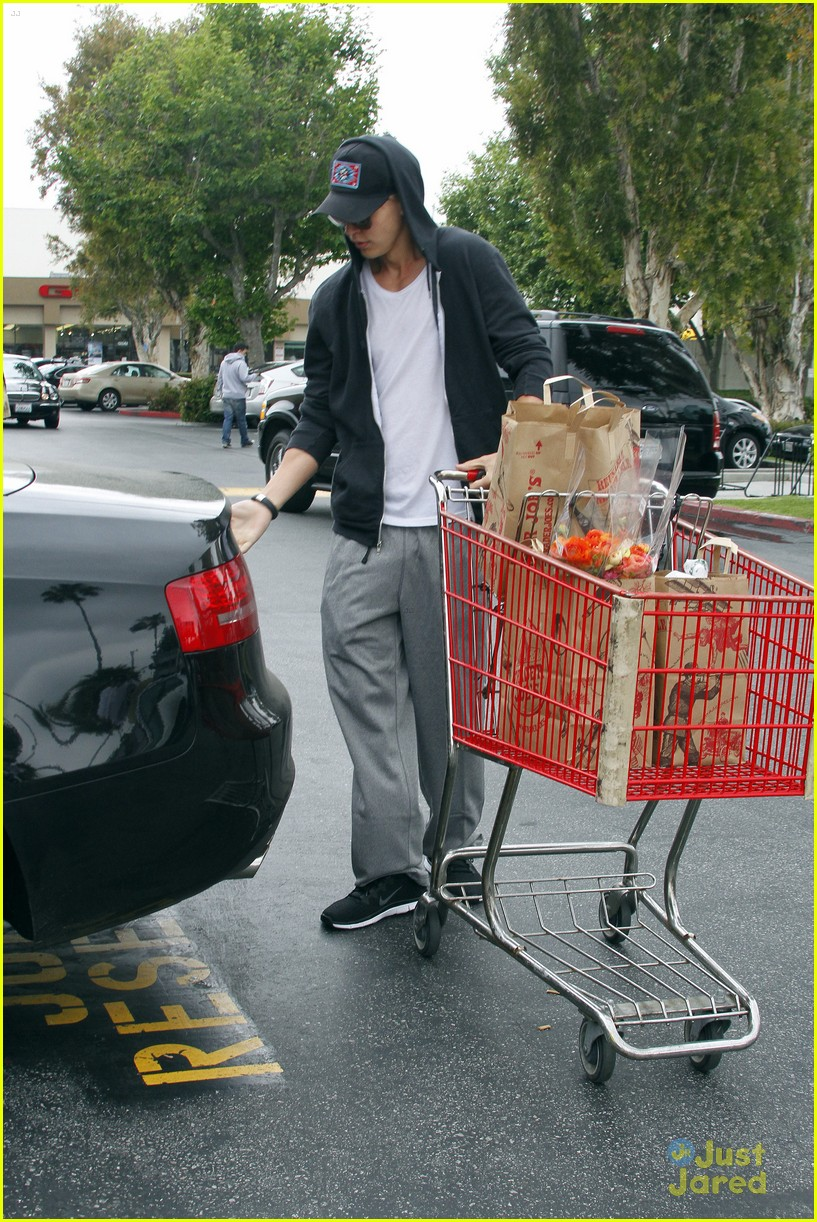 vanessa hudgens austin trader joes 12