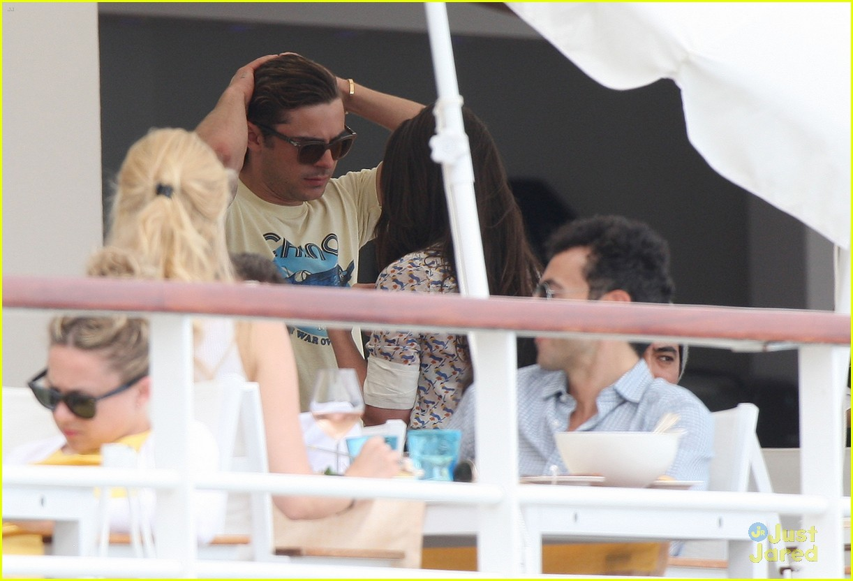 zac efron cannes camera 05