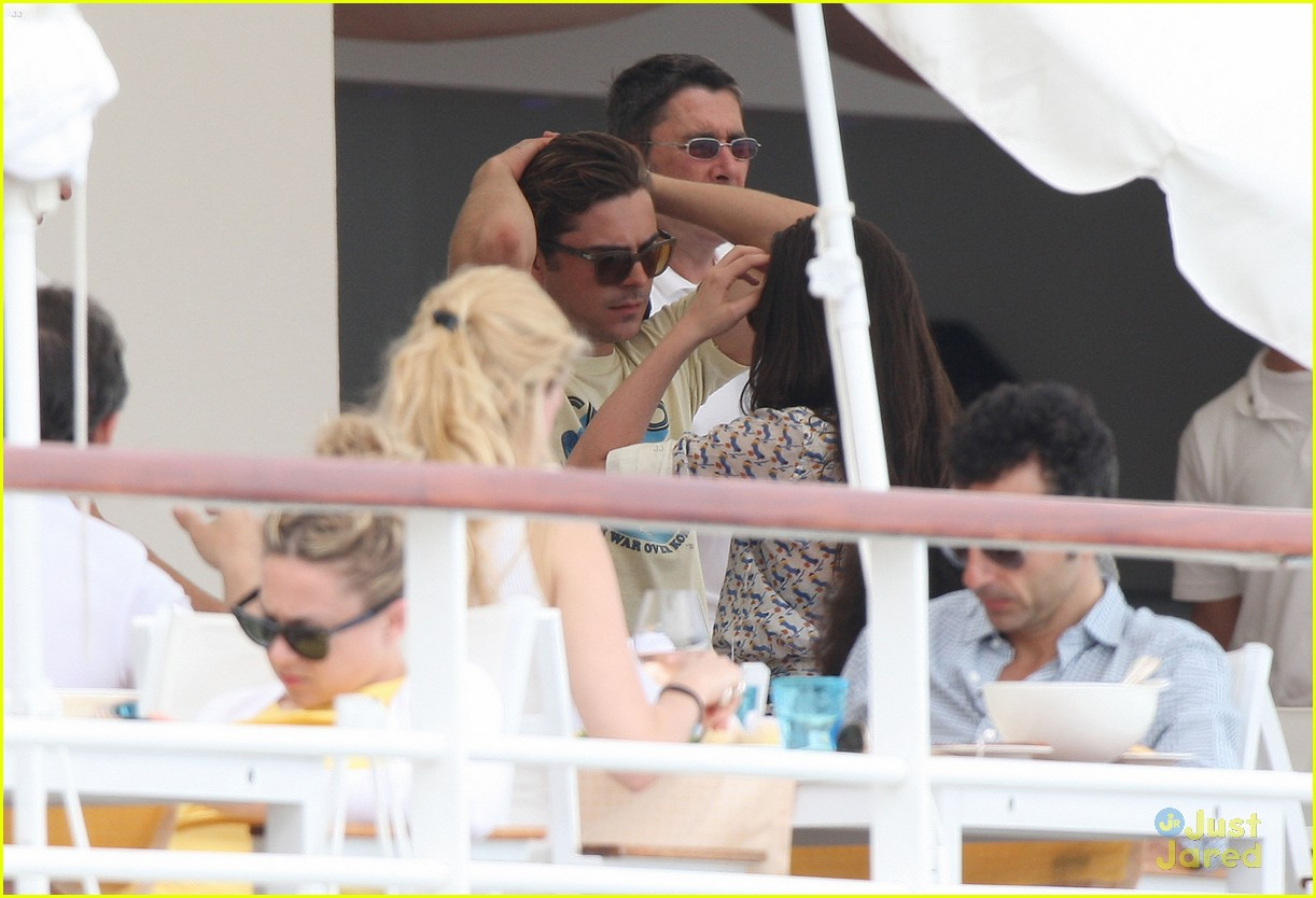 zac efron cannes camera 11