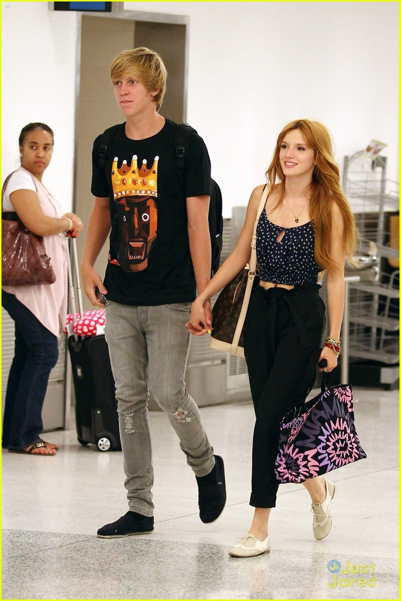 bella thorne miami landing 02