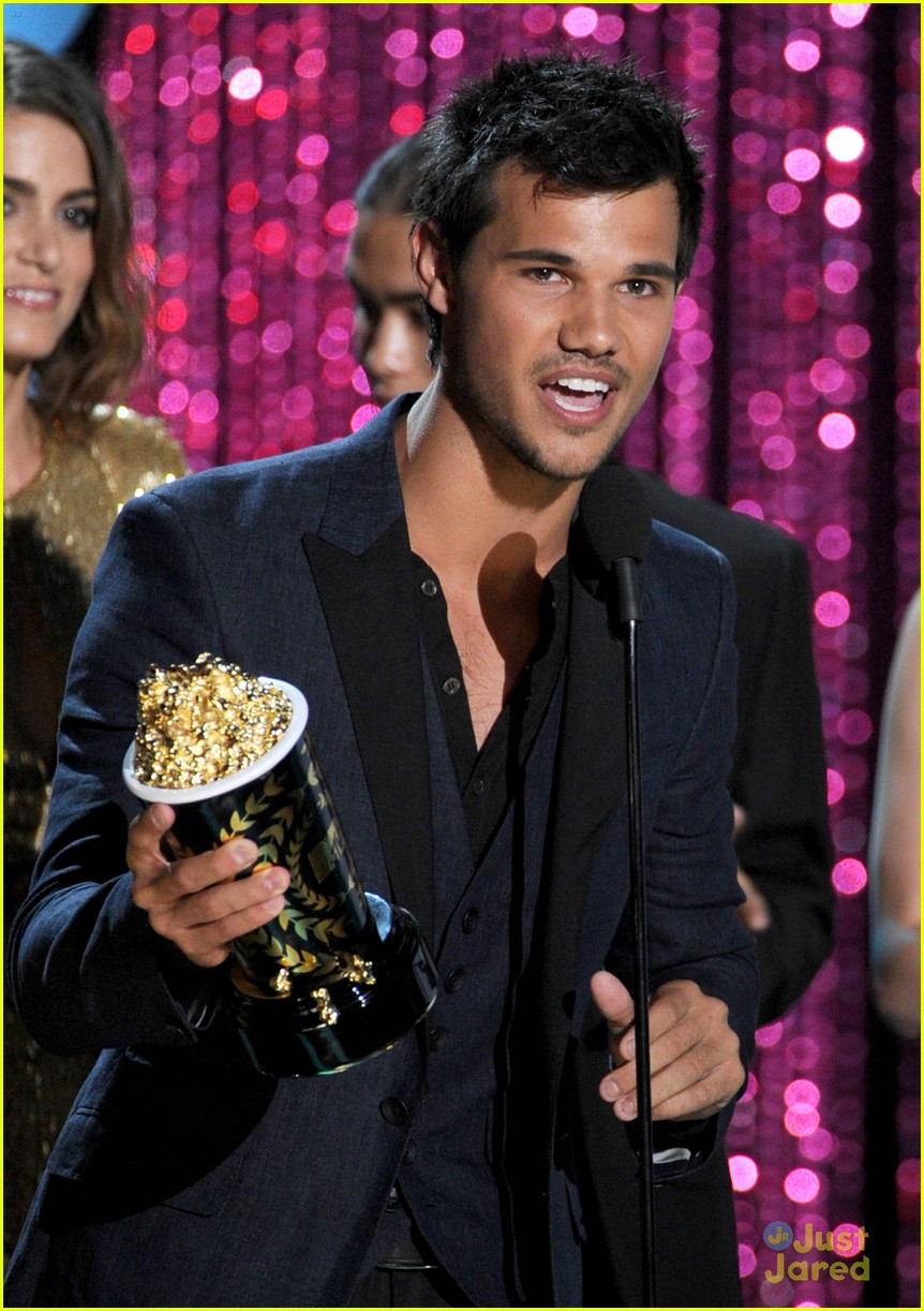 booboo stewart taylor lautner mtv movie awards 02