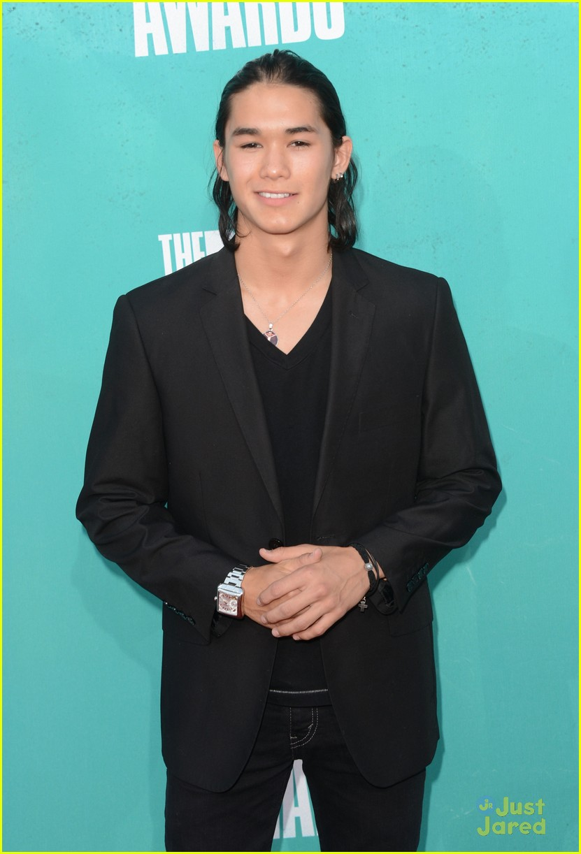 booboo stewart taylor lautner mtv movie awards 12