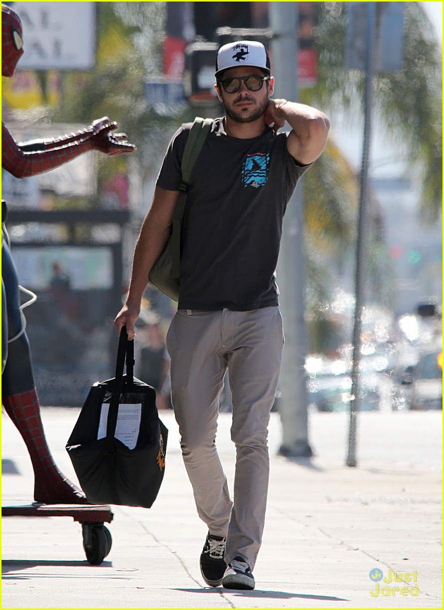 zac efron west hollywood stroll 09