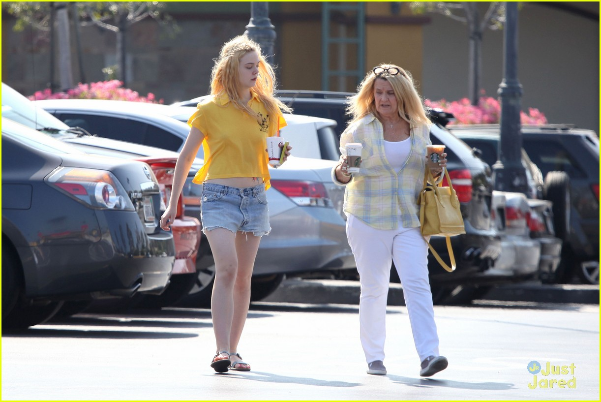 elle fanning shopping grandma 03