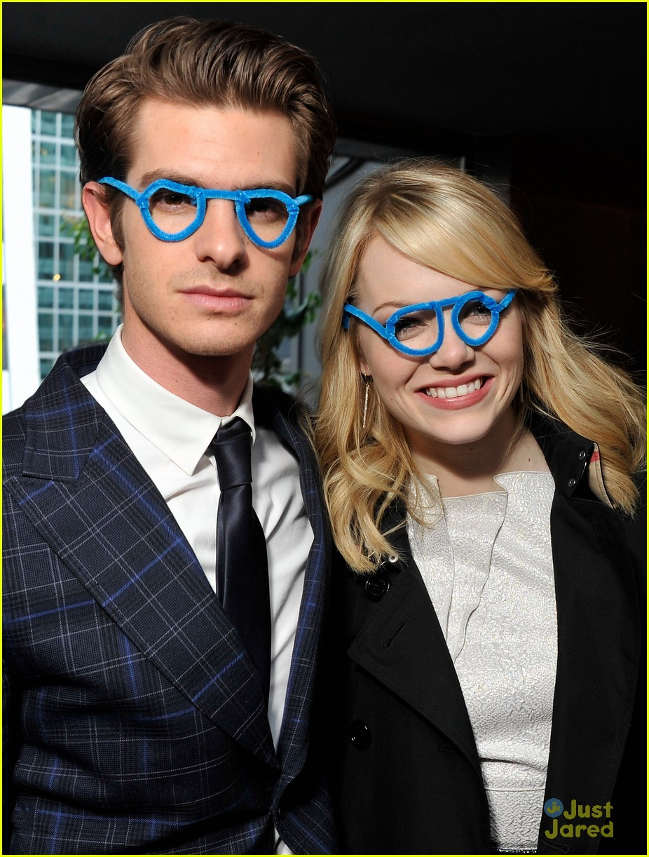 emma stone andrew garfield blue glasses 06