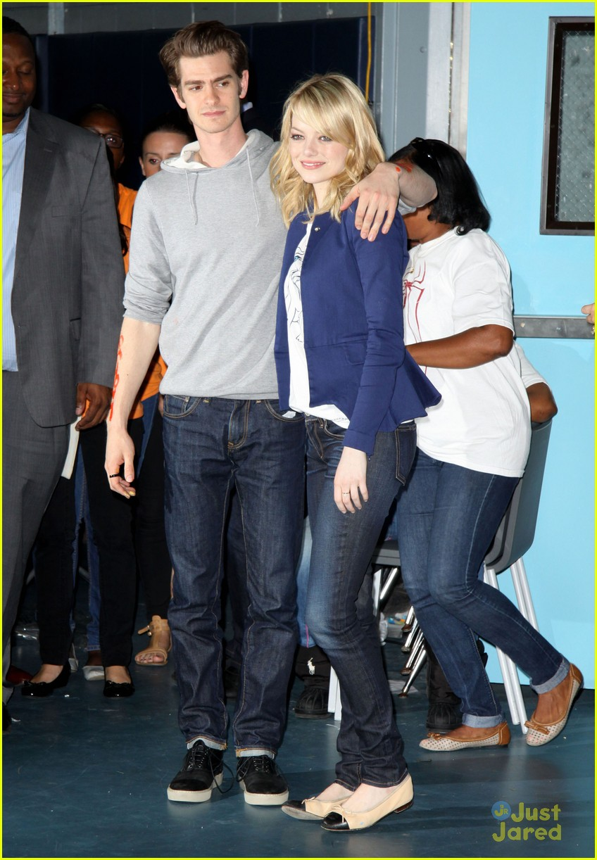 emma stone andrew garfield blue glasses 08