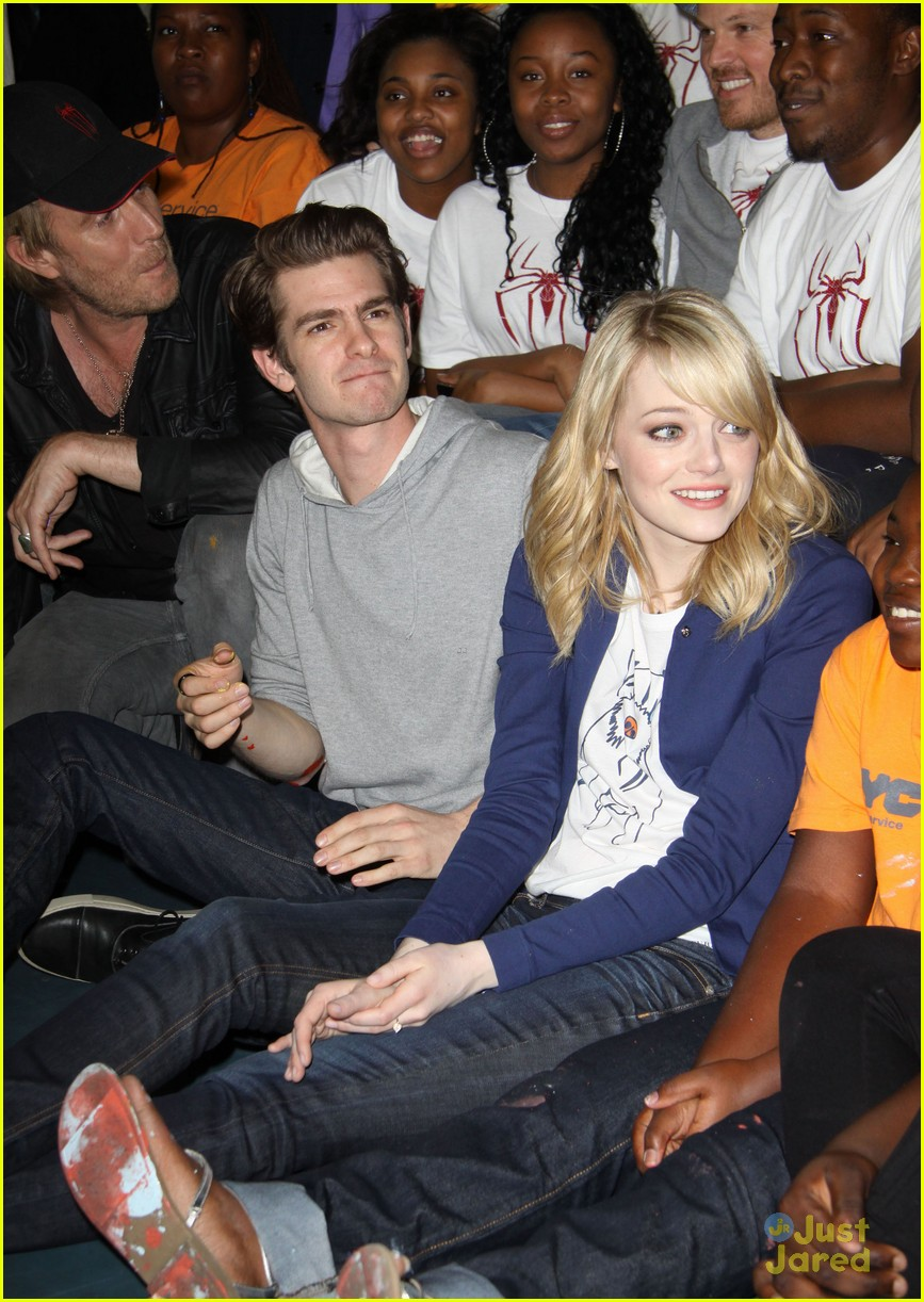 emma stone andrew garfield blue glasses 11