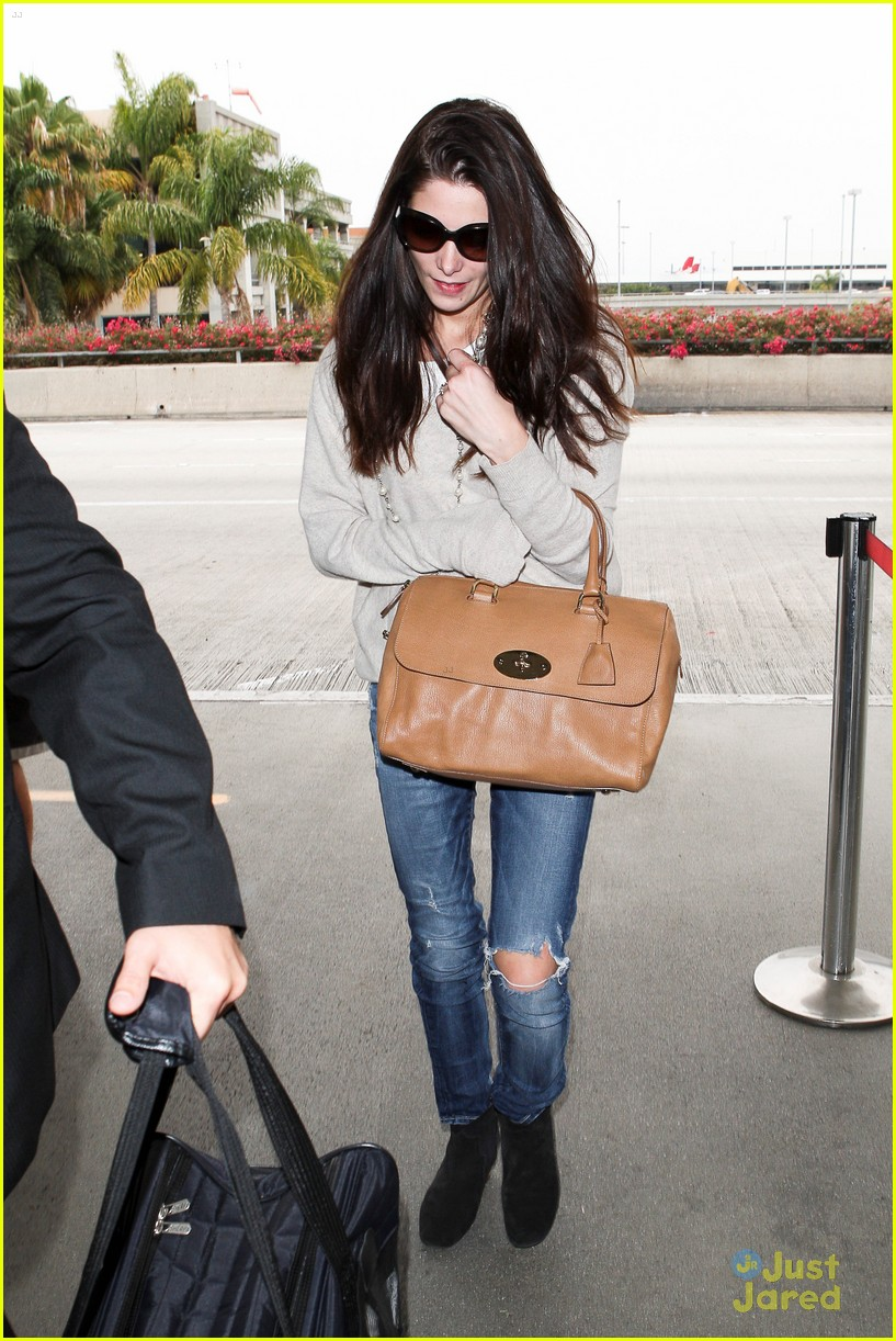 ashley greene lax jfk 01