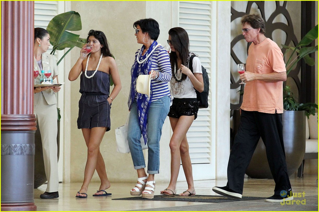 kendall kylie jenner wedding hawaii 09